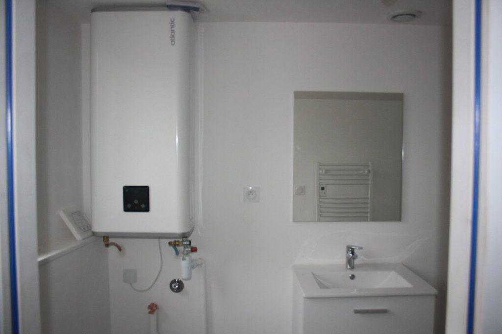 Appartement à louer 1 31.8m2 à Auxerre vignette-3