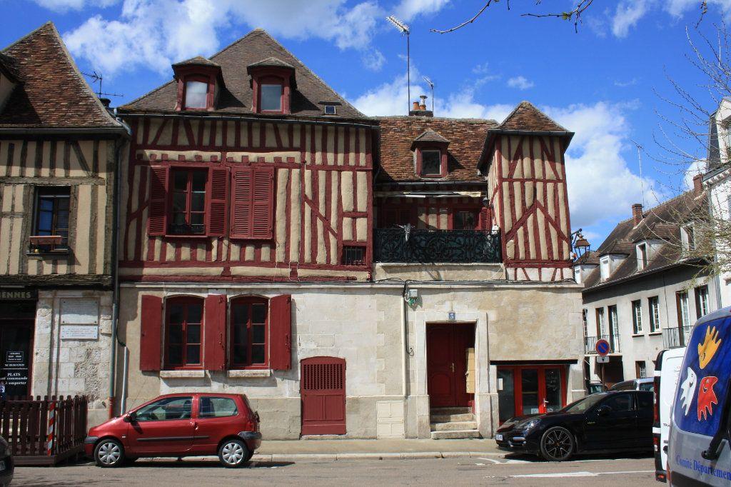 Immeuble à vendre 0 158m2 à Auxerre vignette-1