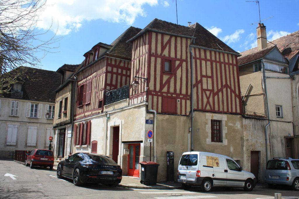 Immeuble à vendre 0 158m2 à Auxerre vignette-2