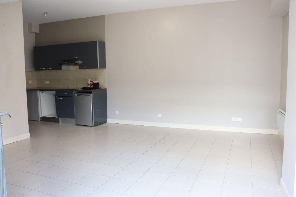 Appartement à louer 2 40.46m2 à Auxerre vignette-1