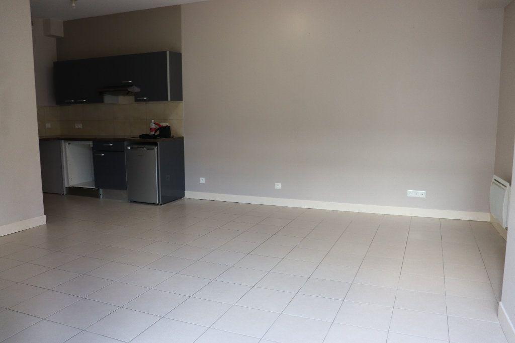 Appartement à louer 2 40.46m2 à Auxerre vignette-4