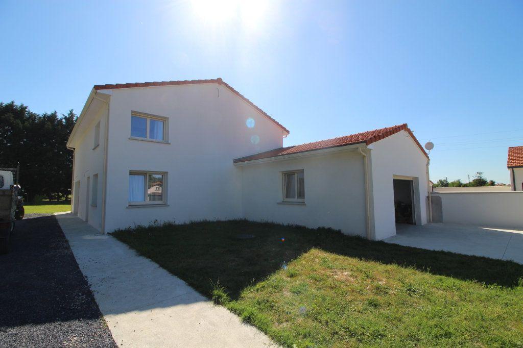 Maison à vendre 6 183.81m2 à Rieucros vignette-1