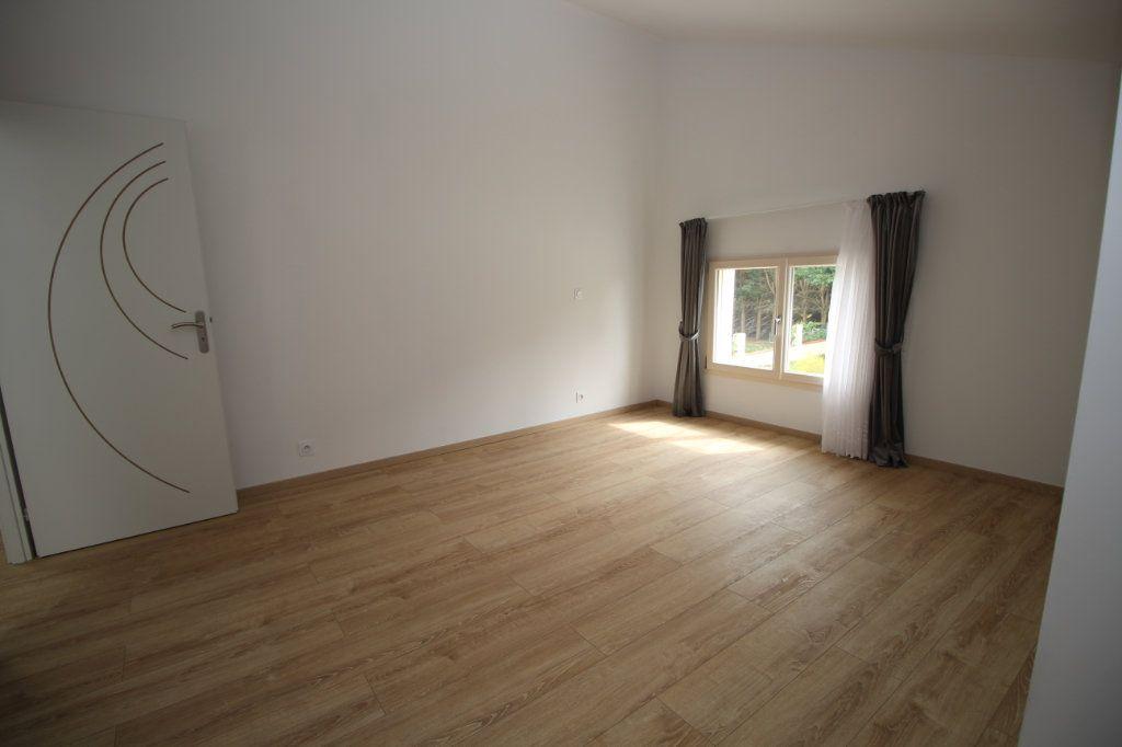Maison à vendre 6 183.81m2 à Rieucros vignette-6