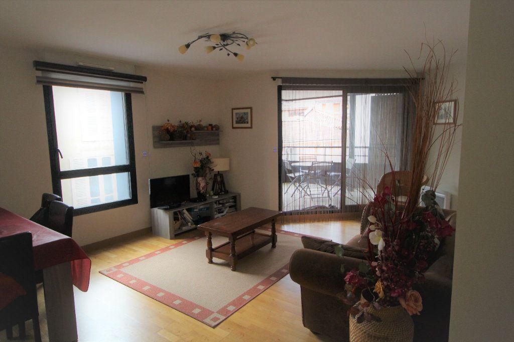 Appartement à louer 2 53.79m2 à Foix vignette-2