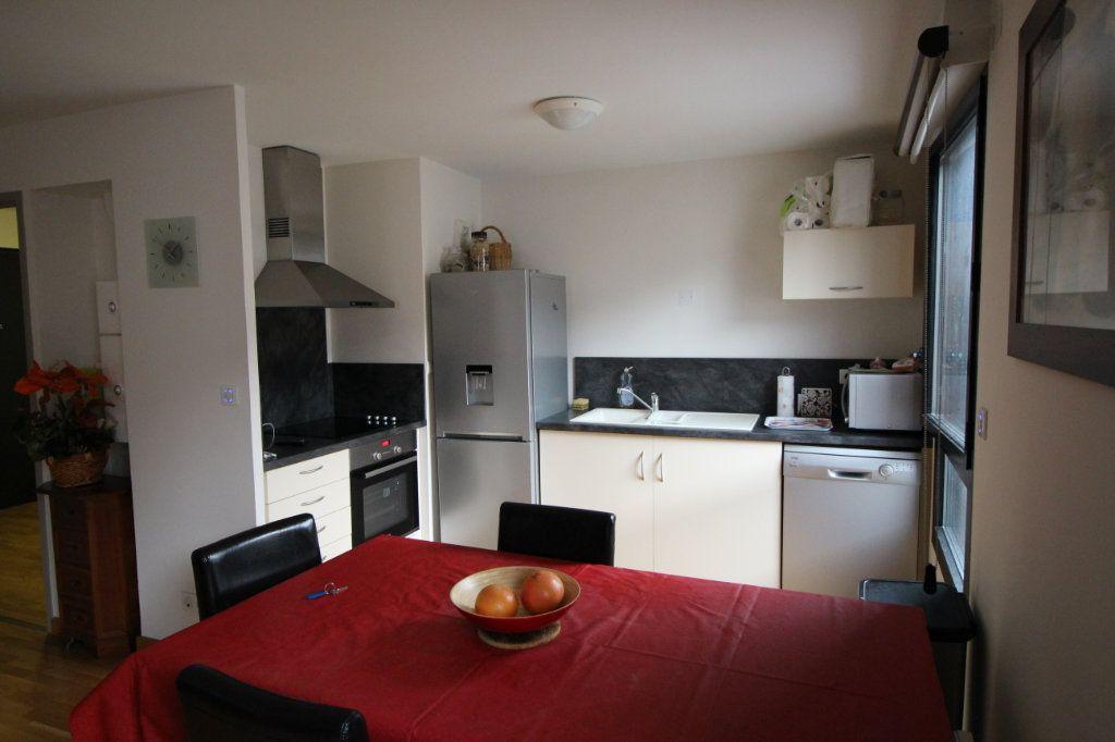 Appartement à louer 2 53.79m2 à Foix vignette-3