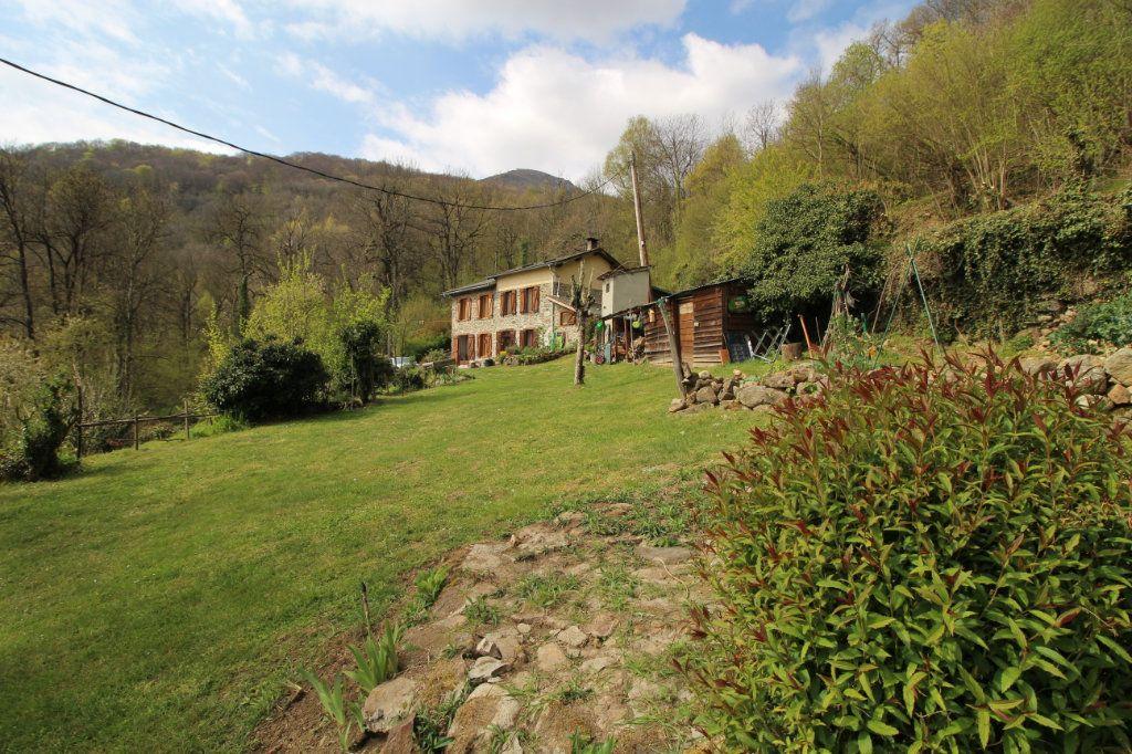 Maison à vendre 8 145.16m2 à Saurat vignette-1