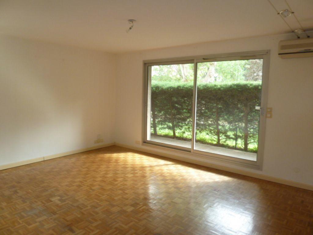 Appartement à louer 3 66.27m2 à Marseille 8 vignette-1