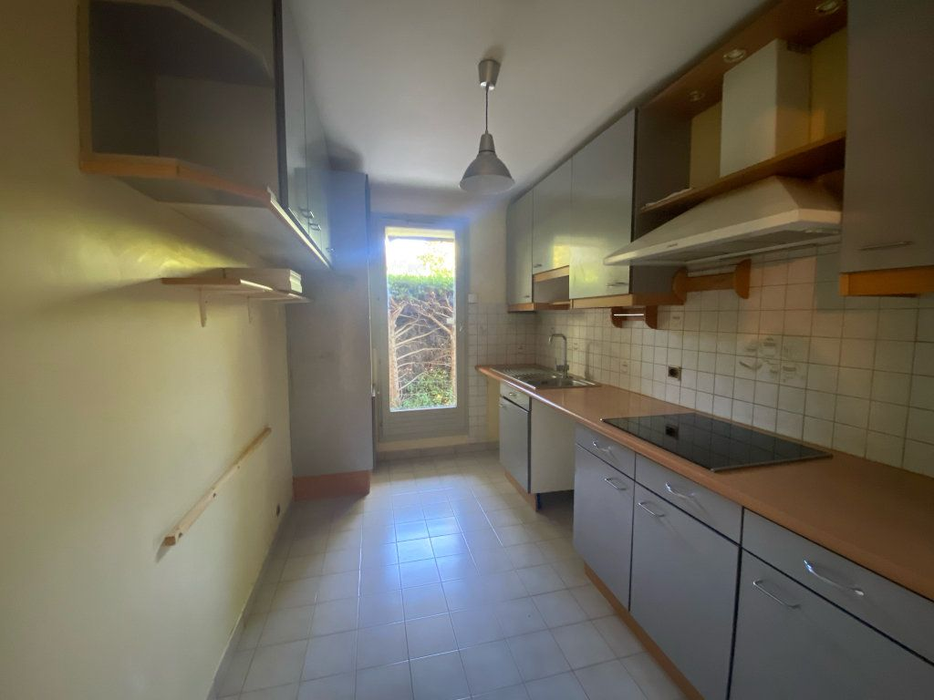 Appartement à louer 3 66.27m2 à Marseille 8 vignette-3