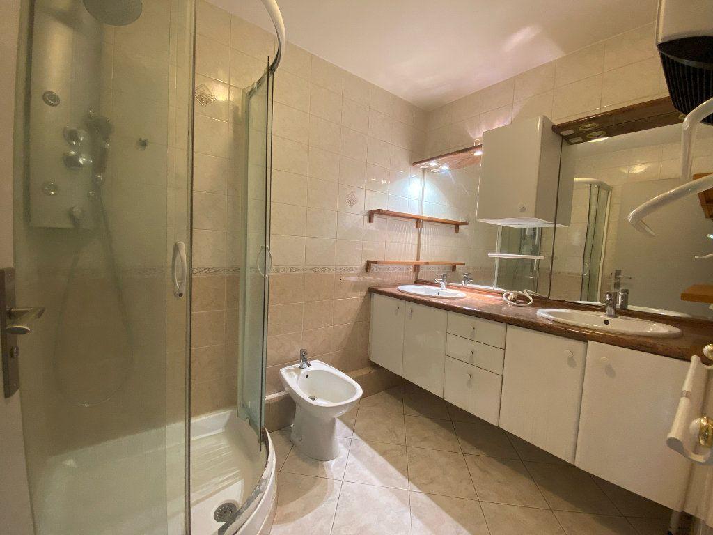 Appartement à louer 3 66.27m2 à Marseille 8 vignette-6