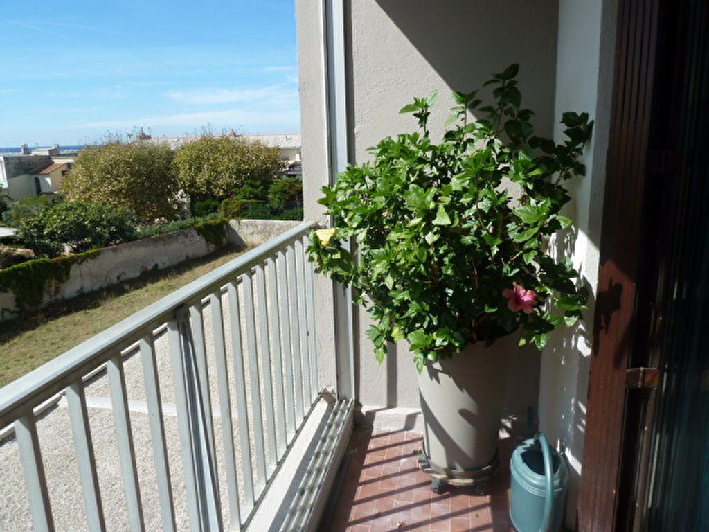 Appartement à louer 3 66.23m2 à Marseille 8 vignette-1