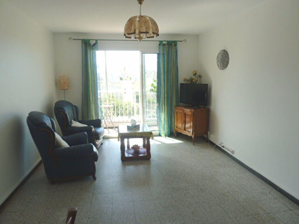 Appartement à louer 3 66.23m2 à Marseille 8 vignette-3