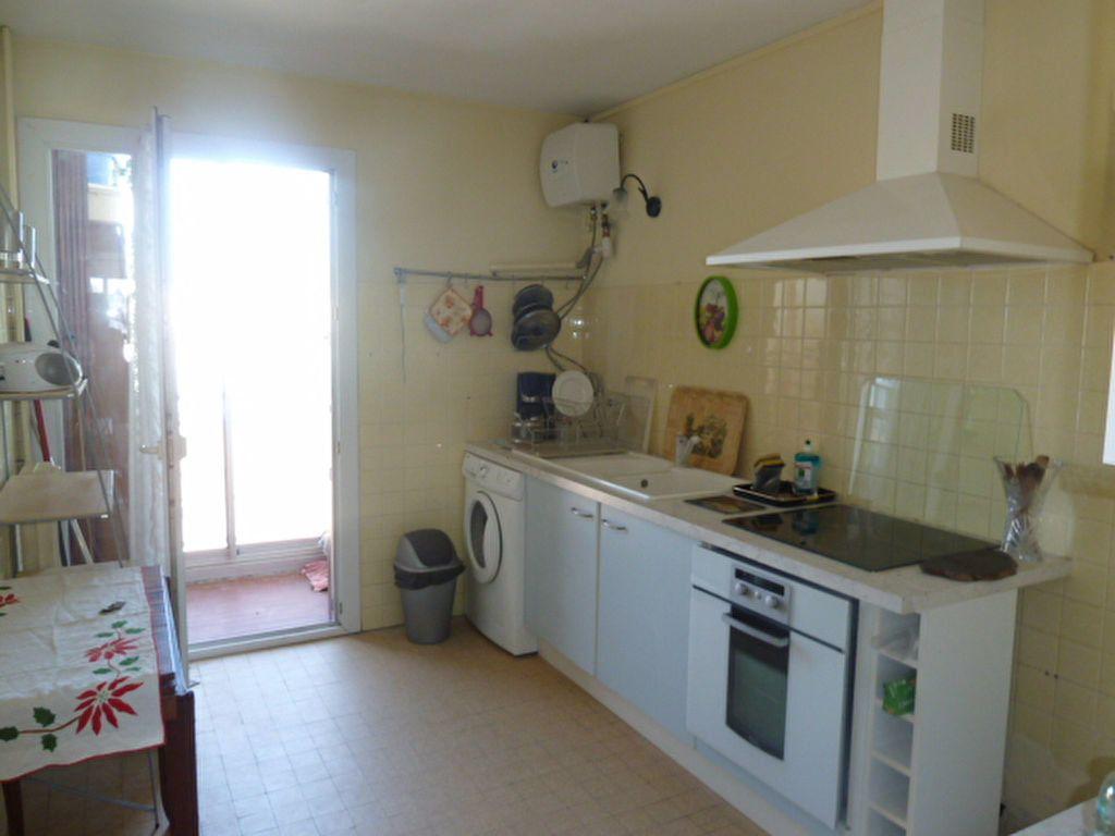 Appartement à louer 3 66.23m2 à Marseille 8 vignette-5