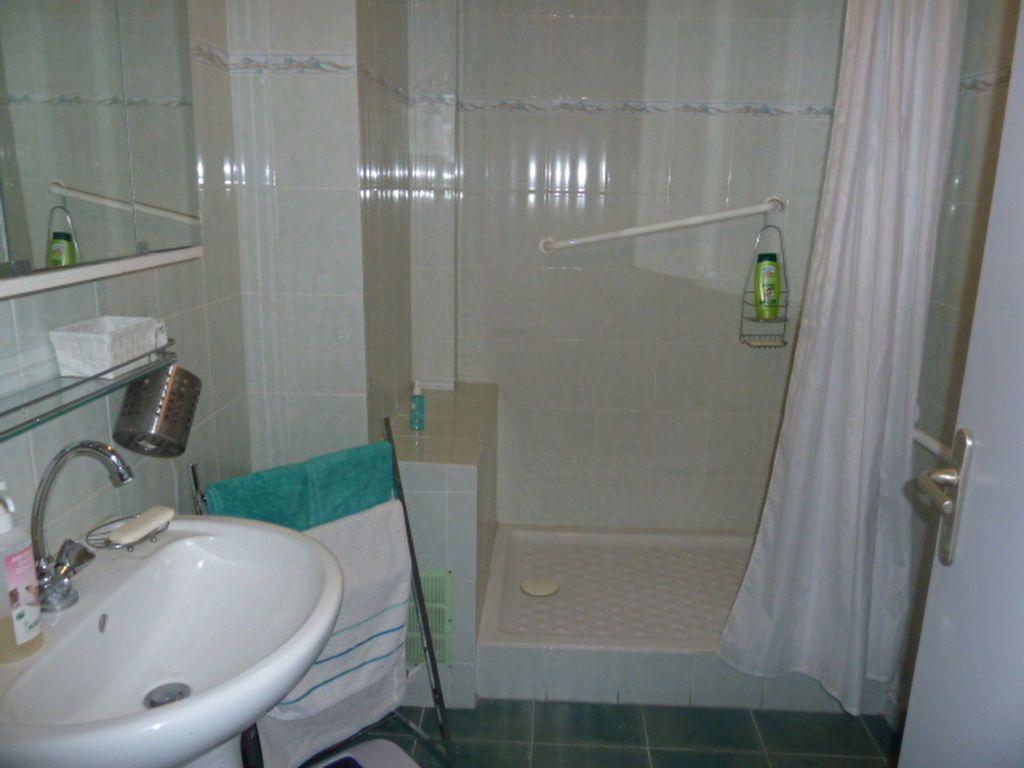 Appartement à louer 3 66.23m2 à Marseille 8 vignette-6