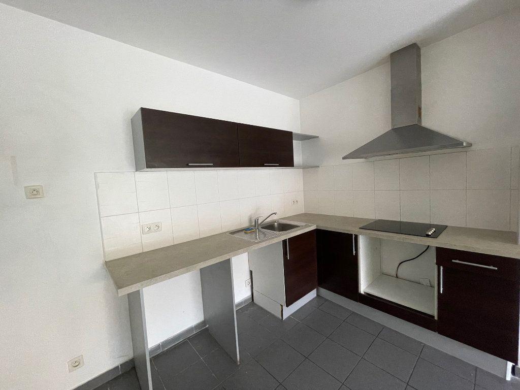 Appartement à louer 3 65m2 à Marseille 6 vignette-3