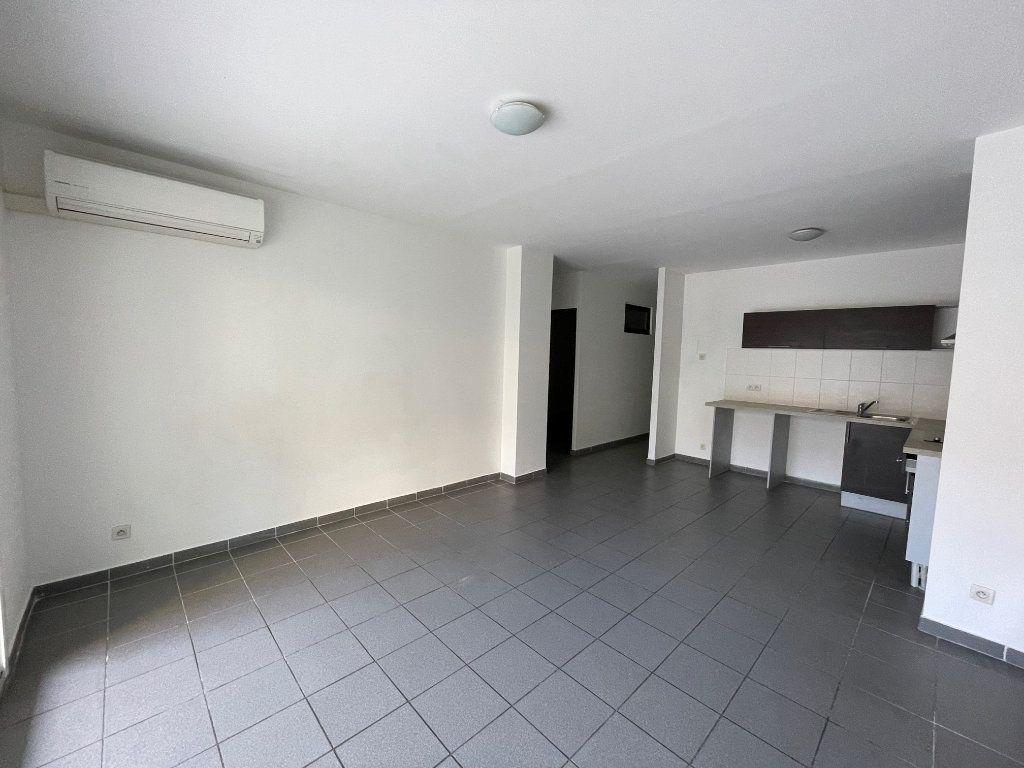 Appartement à louer 3 65m2 à Marseille 6 vignette-5