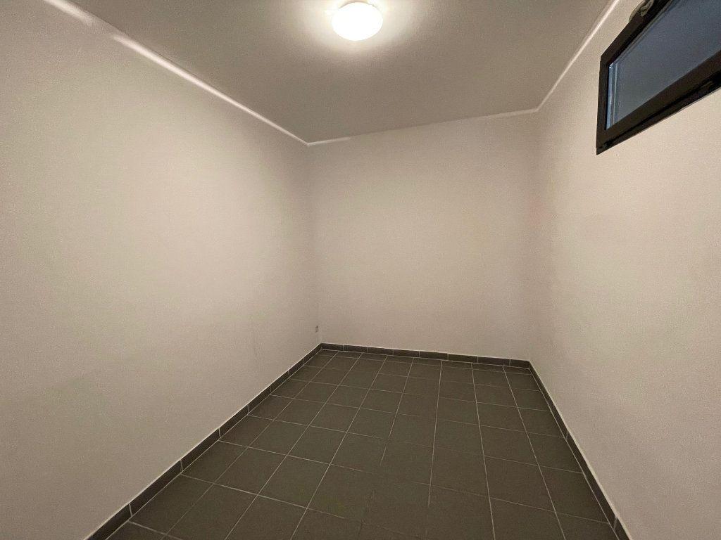 Appartement à louer 3 65m2 à Marseille 6 vignette-7