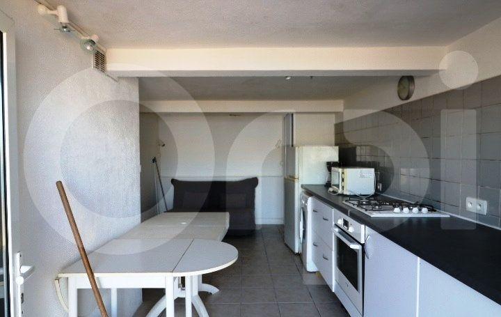 Appartement à louer 1 18m2 à Marseille 8 vignette-1