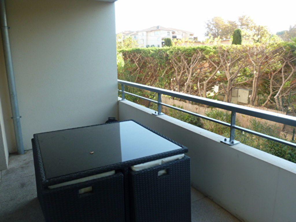 Appartement à louer 3 55.94m2 à Marseille 8 vignette-3
