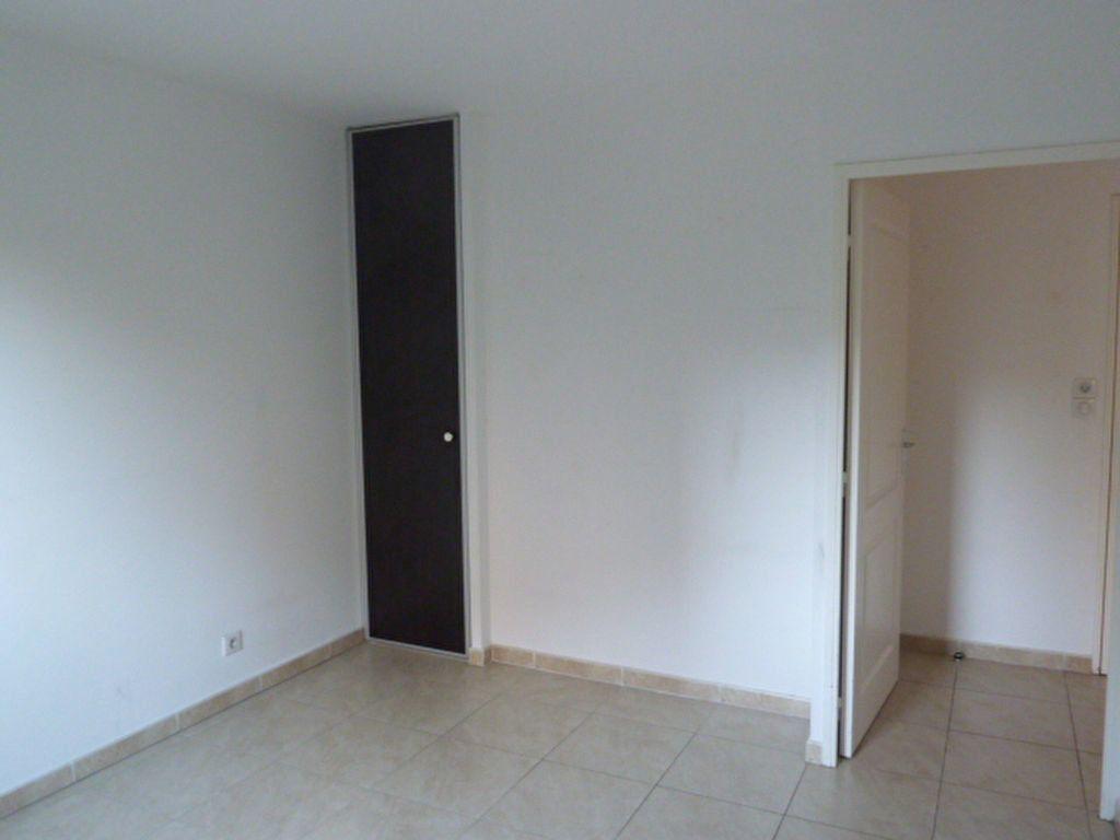 Appartement à louer 3 55.94m2 à Marseille 8 vignette-6
