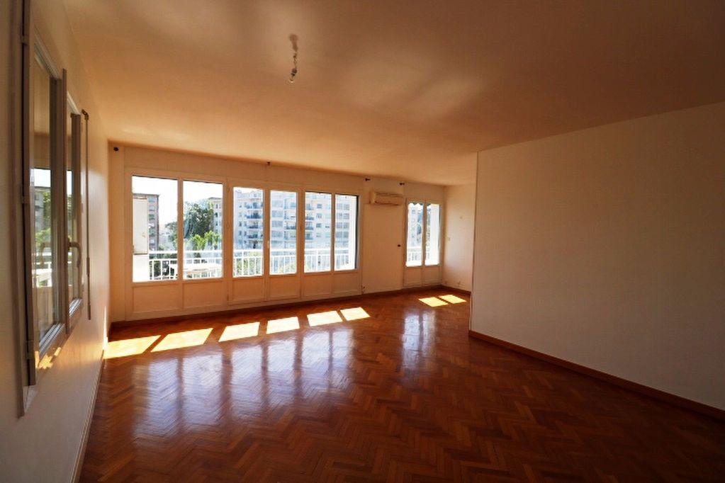 Appartement à louer 5 101.17m2 à Marseille 8 vignette-1