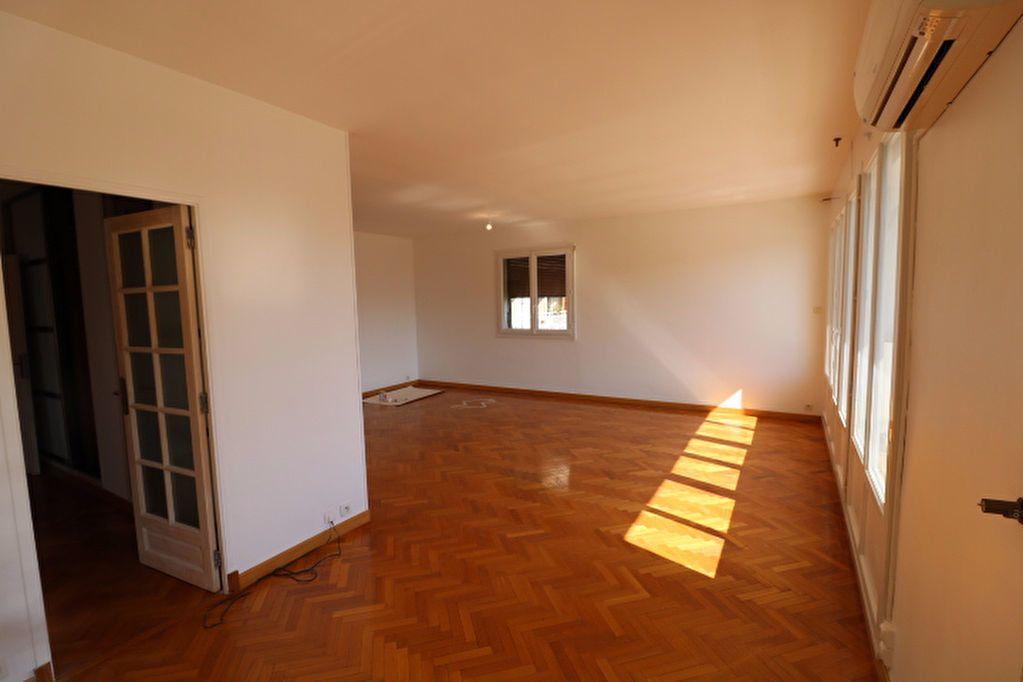 Appartement à louer 5 101.17m2 à Marseille 8 vignette-2