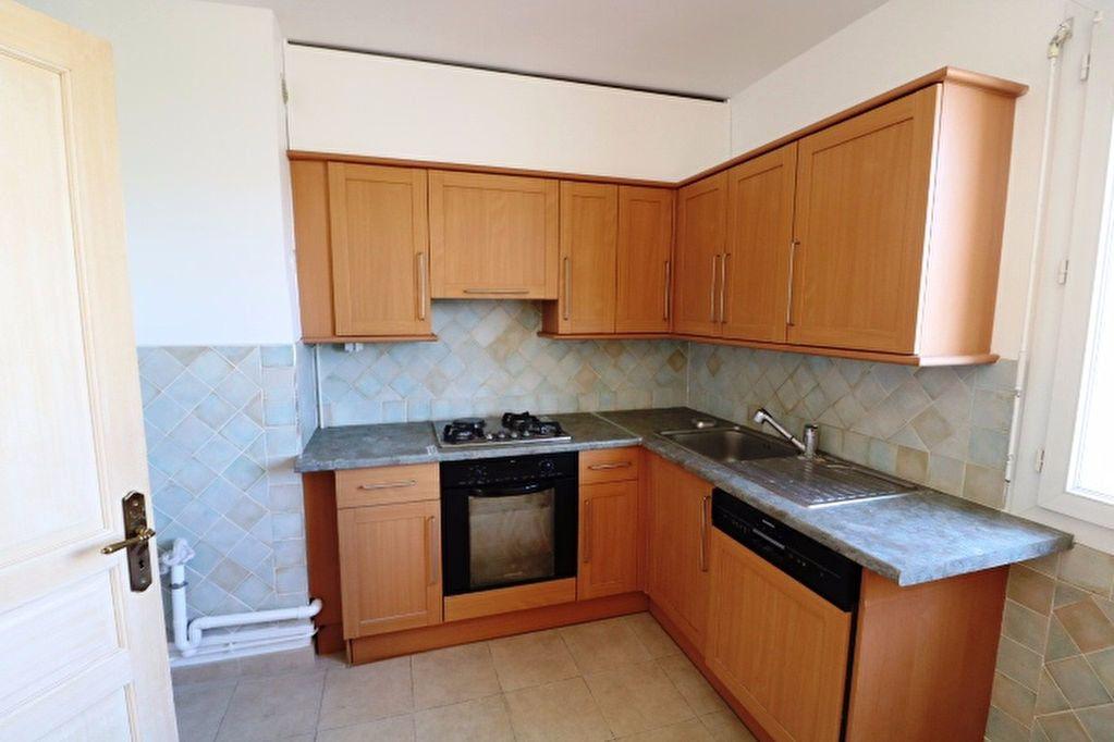 Appartement à louer 5 101.17m2 à Marseille 8 vignette-4