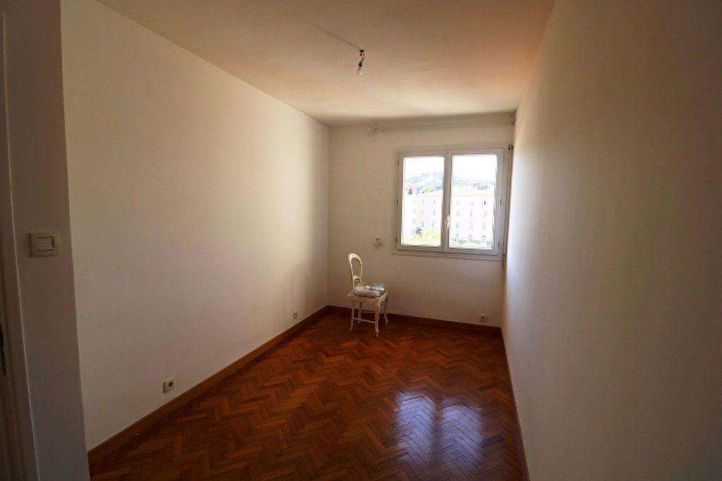 Appartement à louer 5 101.17m2 à Marseille 8 vignette-6