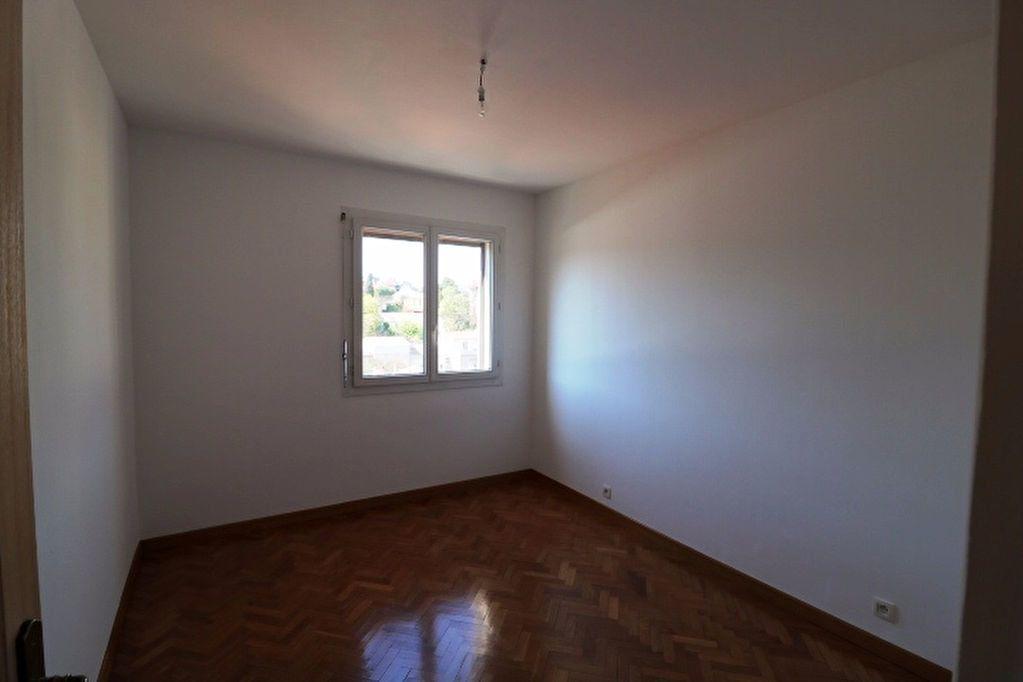 Appartement à louer 5 101.17m2 à Marseille 8 vignette-7