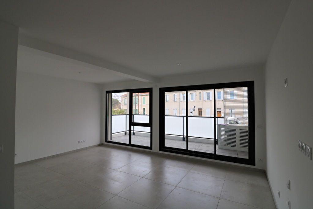 Appartement à louer 2 52.42m2 à Marseille 12 vignette-2