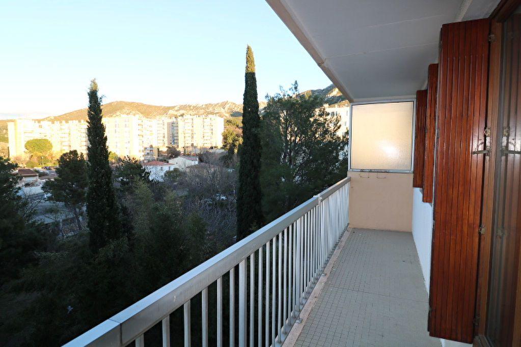 Appartement à louer 3 65.32m2 à Marseille 10 vignette-1