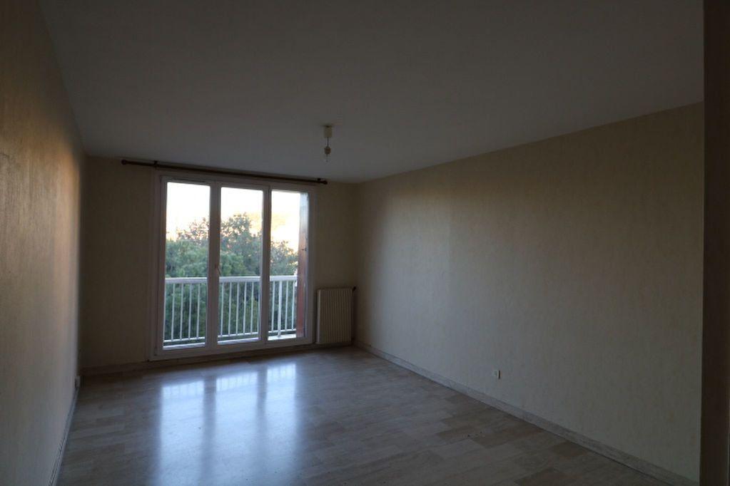 Appartement à louer 3 65.32m2 à Marseille 10 vignette-2