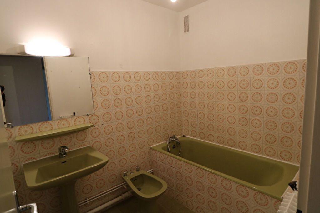 Appartement à louer 3 65.32m2 à Marseille 10 vignette-6