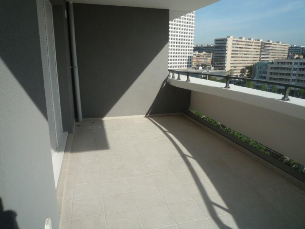Appartement à louer 3 72.83m2 à Marseille 8 vignette-2