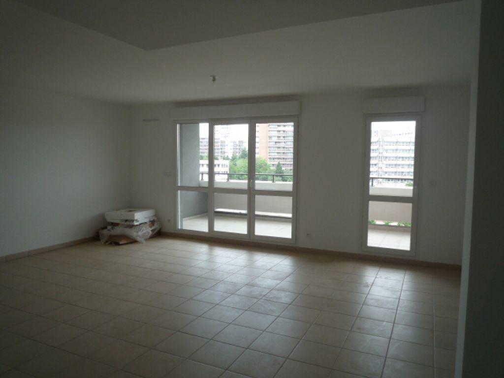 Appartement à louer 3 72.83m2 à Marseille 8 vignette-3