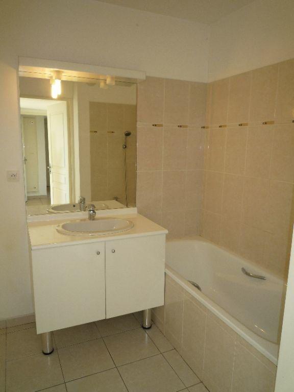 Appartement à louer 3 72.83m2 à Marseille 8 vignette-8