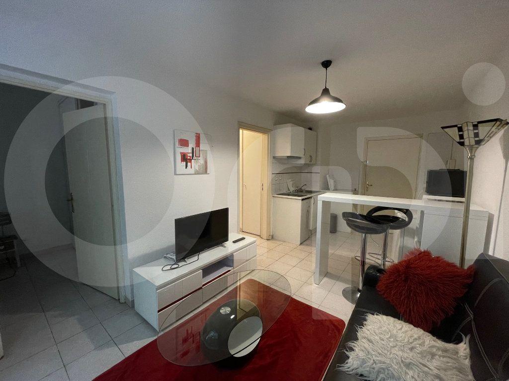 Appartement à louer 2 30m2 à Marseille 8 vignette-2