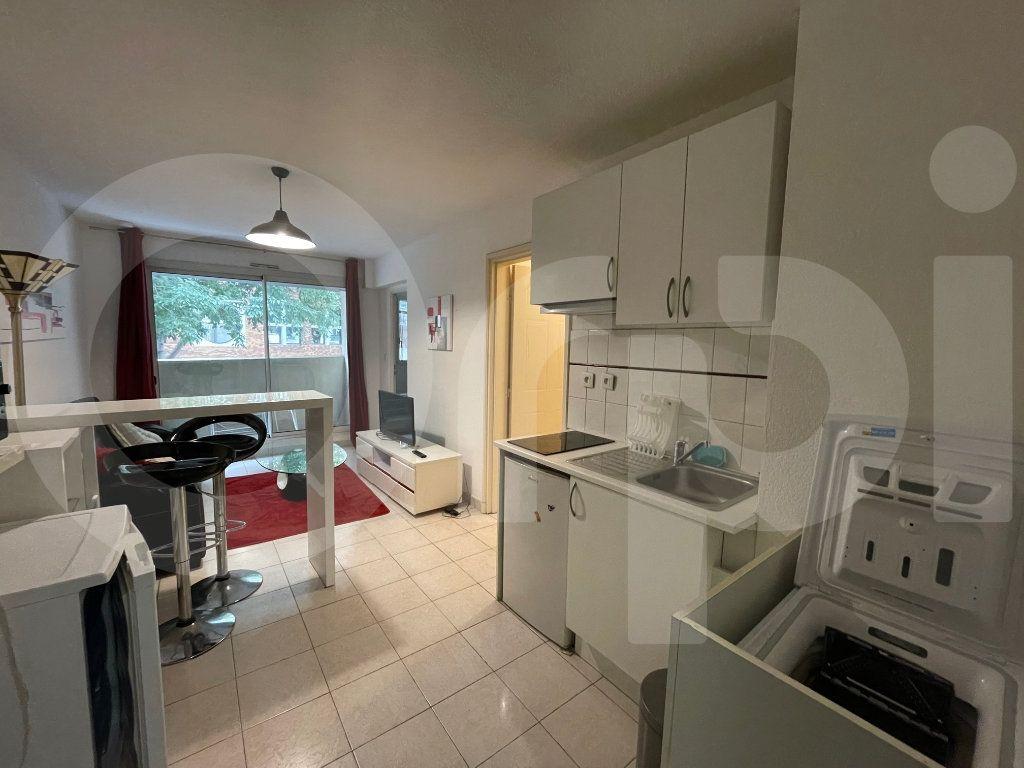 Appartement à louer 2 30m2 à Marseille 8 vignette-3