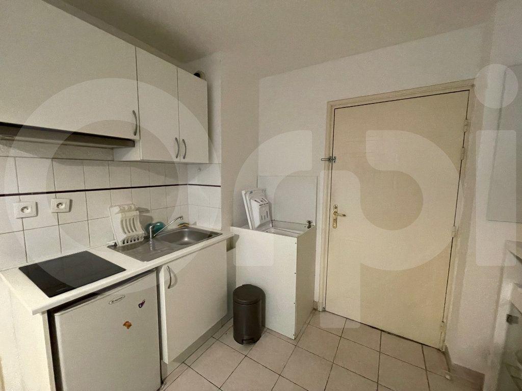 Appartement à louer 2 30m2 à Marseille 8 vignette-4