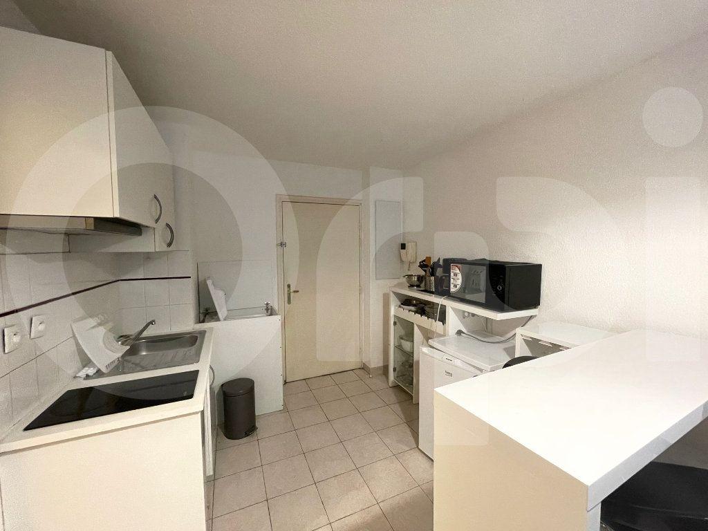 Appartement à louer 2 30m2 à Marseille 8 vignette-5