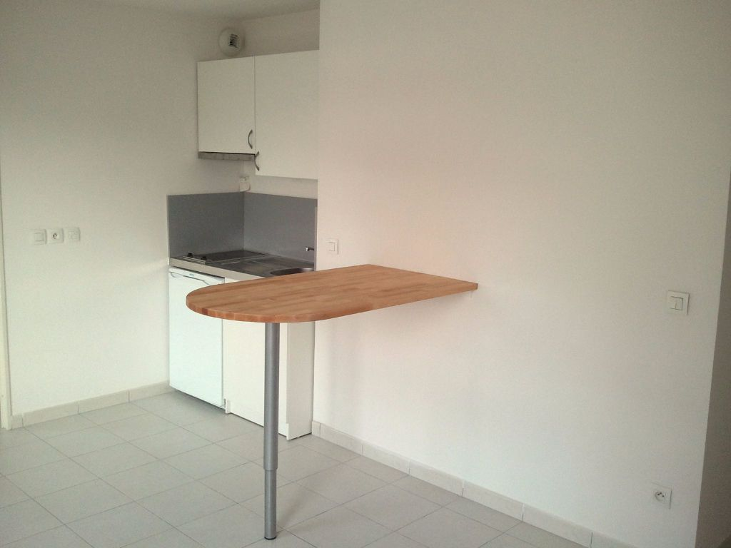 Appartement à louer 2 33m2 à Marseille 8 vignette-2