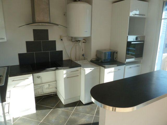 Appartement à louer 3 55.03m2 à Marseille 12 vignette-2