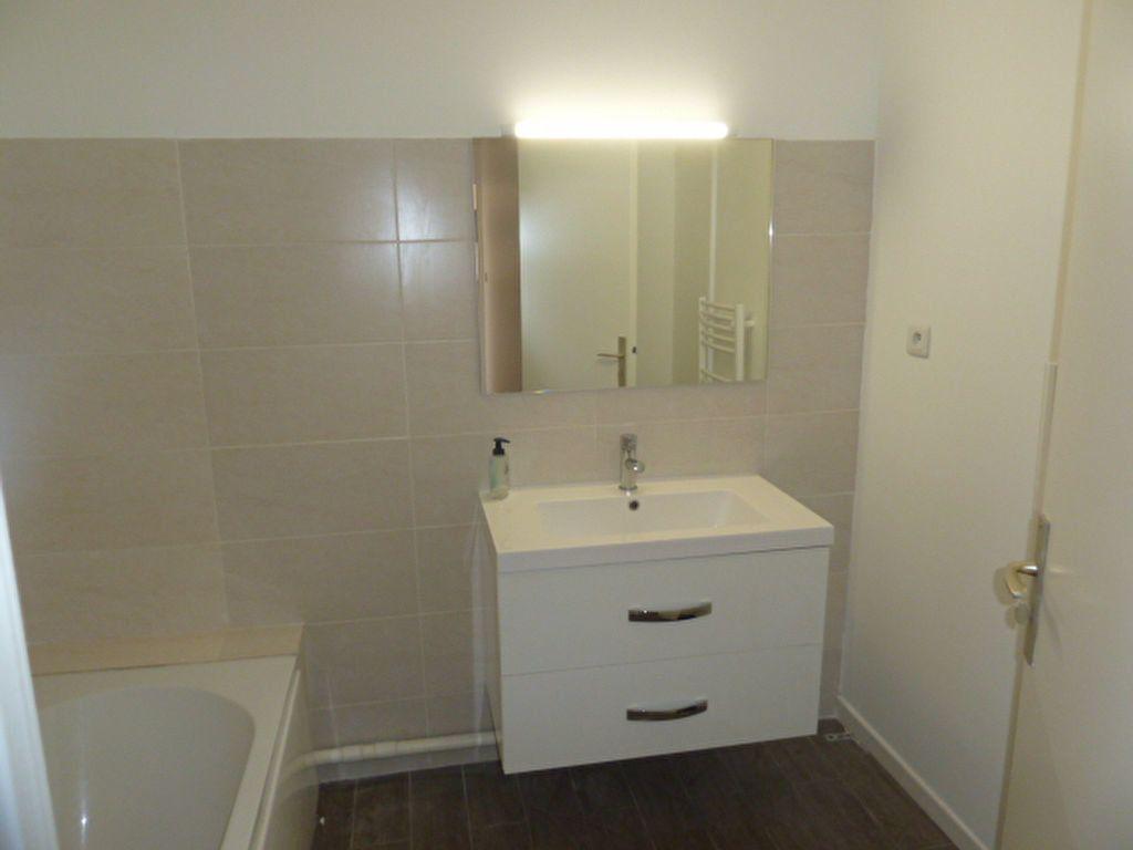 Appartement à louer 2 55.06m2 à Marseille 9 vignette-3