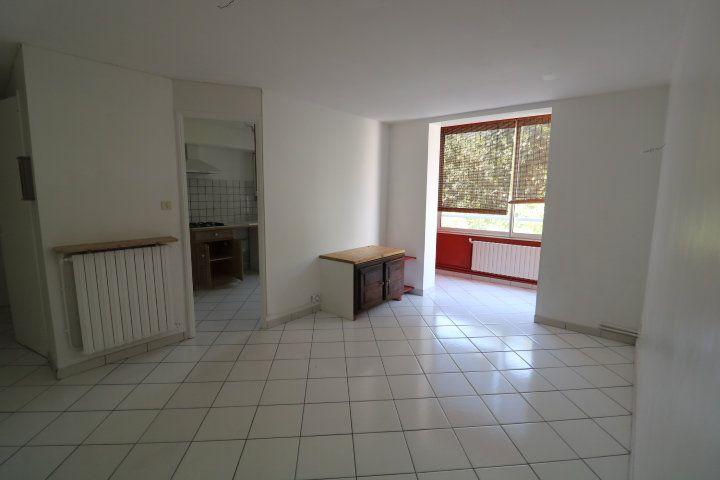 Appartement à louer 3 55.91m2 à Marseille 9 vignette-2
