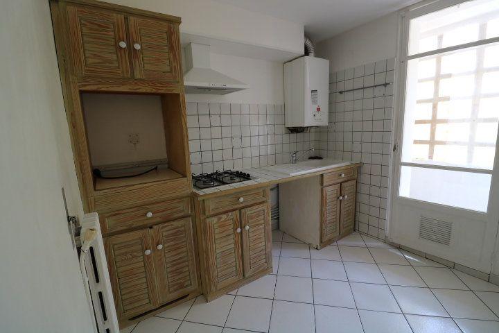 Appartement à louer 3 55.91m2 à Marseille 9 vignette-3