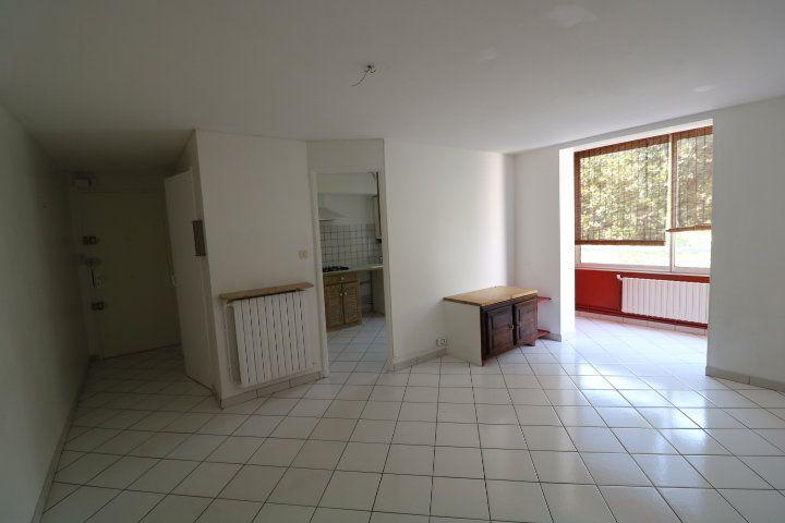 Appartement à louer 3 55.91m2 à Marseille 9 vignette-6