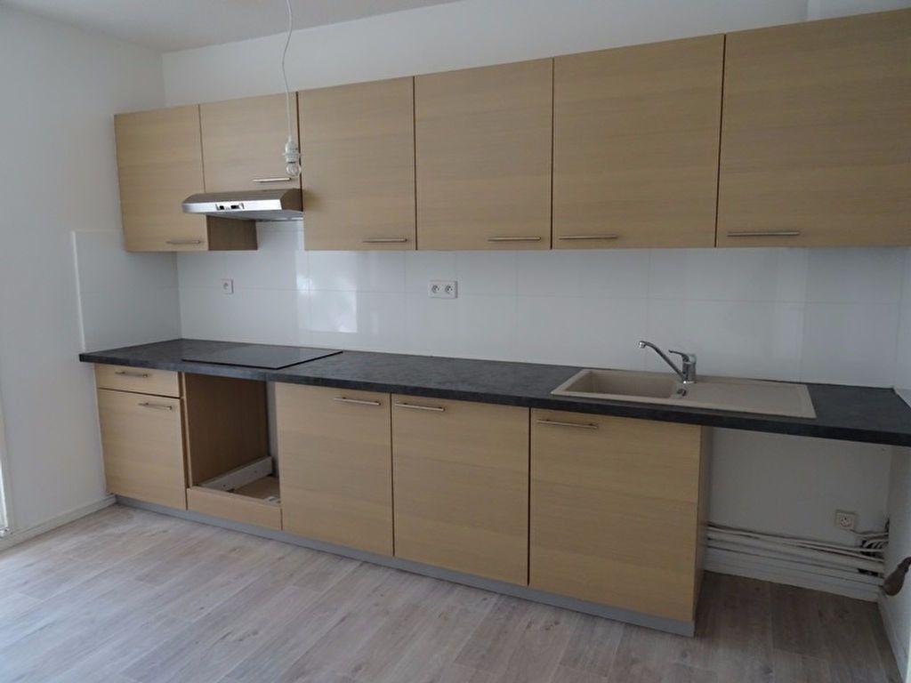 Appartement à louer 3 63m2 à Marseille 8 vignette-3