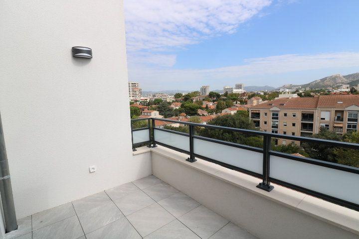 Appartement à louer 3 68.3m2 à Marseille 8 vignette-1