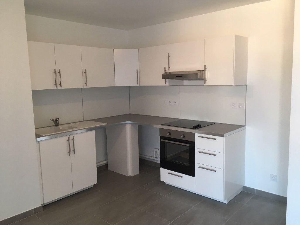 Appartement à louer 3 68.3m2 à Marseille 8 vignette-2