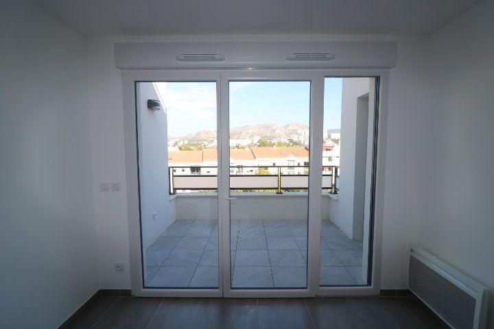 Appartement à louer 3 68.3m2 à Marseille 8 vignette-3