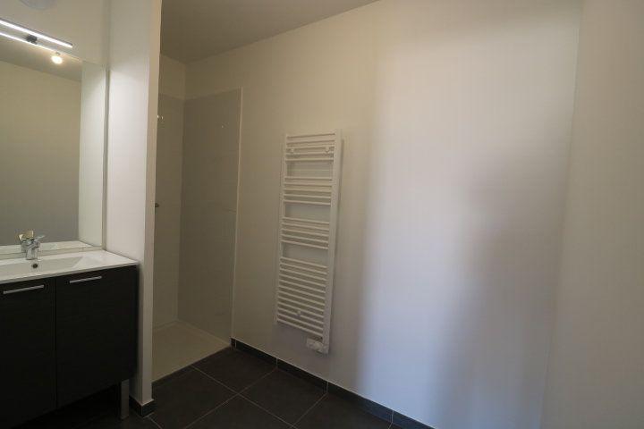 Appartement à louer 3 68.3m2 à Marseille 8 vignette-6